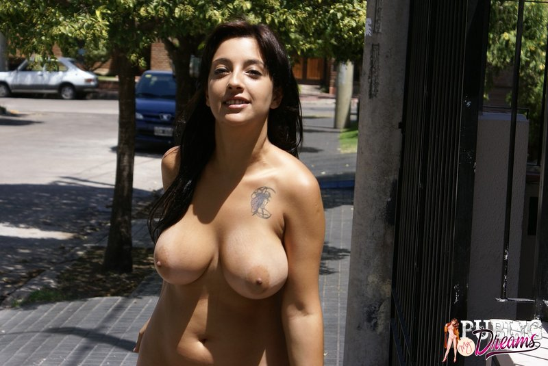 Big boobs en la calle